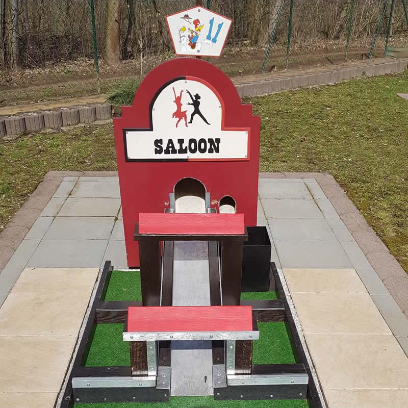 Der Saloon - Mitten durch