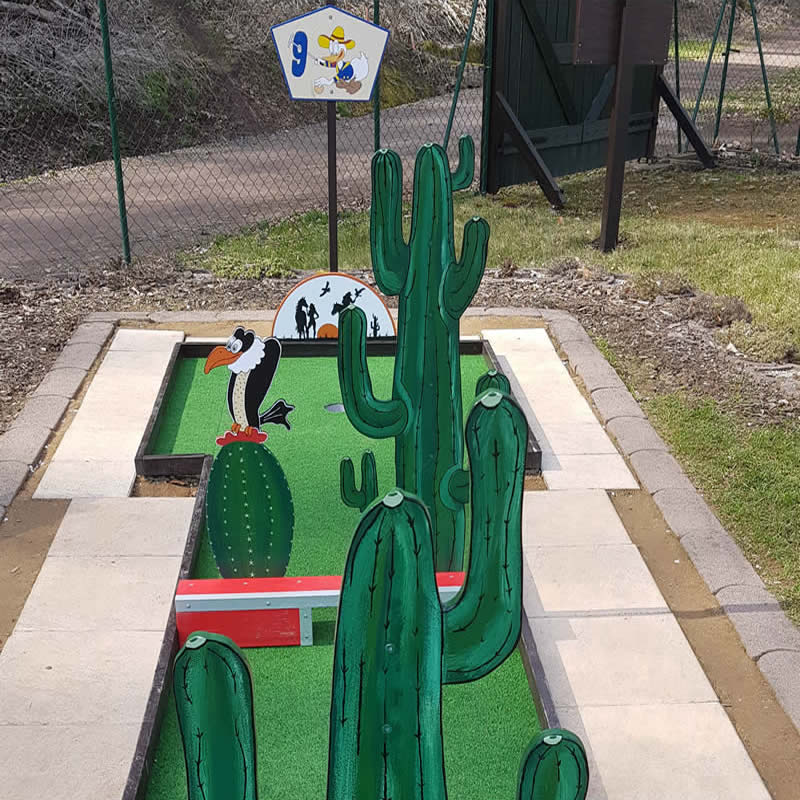 Stachliges Minigolf Hinderniss in Gera